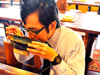 カフェ沖縄式の赤い沖縄そば