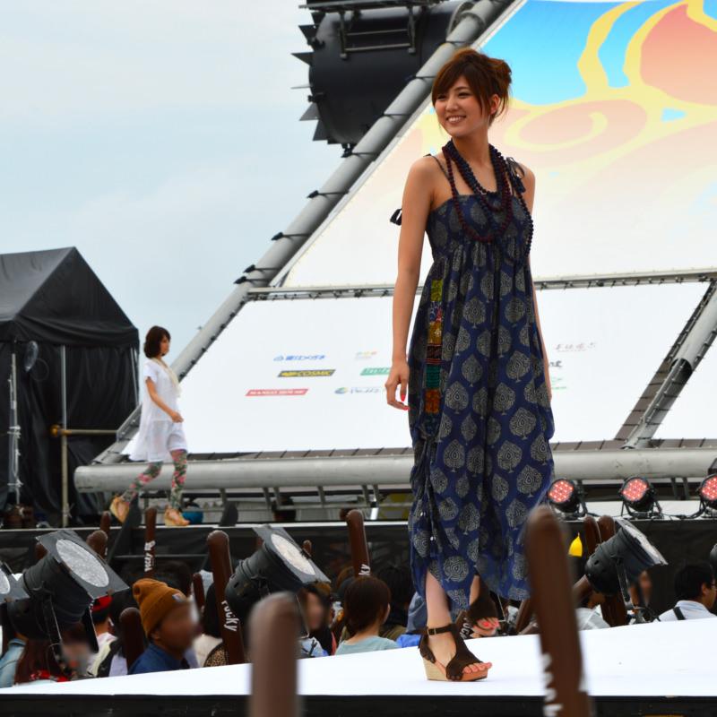 サマードレスの岩崎名美