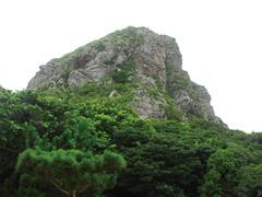 城山・ニィヤティヤ洞(伊江島)